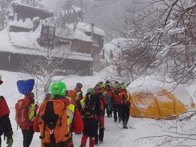 В погребенной под снегом гостинице нашли еще трех погибших