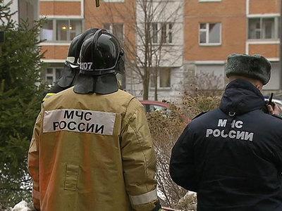 Взявший в заложники семью москвич выпрыгнул из окна