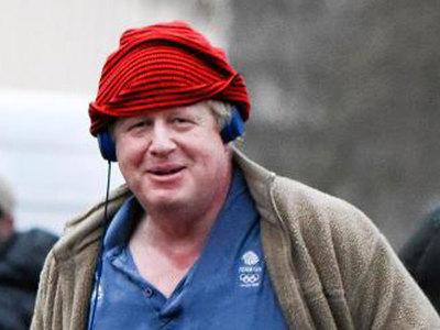 Борис Джонсон бегает по улицам Лондона в семейных трусах