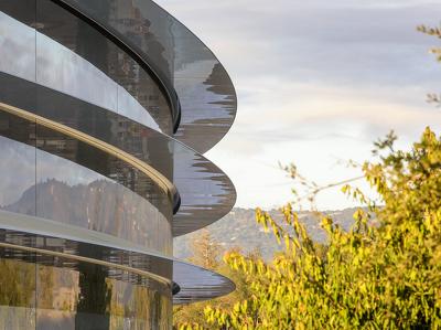 """""""Космический"""" кампус Apple откроется в апреле"""