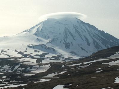 Опасность вулкана Безымянный повысилась с оранжевой на красную