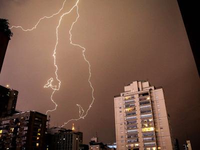 По Бразилии ударила буря: погиб один человек, сотни лишились домов