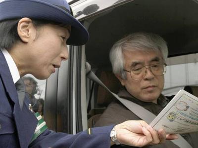 Пожилые японцы получат скидку на похороны в обмен на отказ от руля