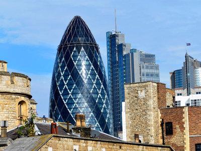 """В Лондоне эвакуируют небоскреб """"Огурец"""""""