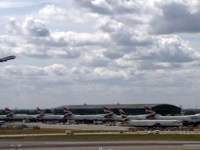 Запрет гаджетов в самолетах: кому это выгодно?