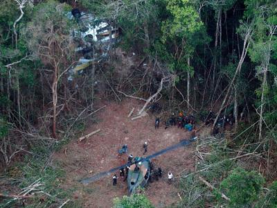 Бразильские индейцы отсудили миллион долларов за падение самолета на их земли