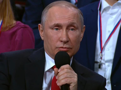 Путин предложил субсидировать издательства для поддержки СМИ