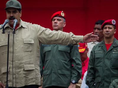 Президент Венесуэлы вывел на улицы городов войска