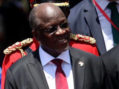 Президент Танзании уволил 10000 чиновников с фальшивыми дипломами