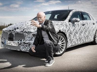 Глава Mercedes-Benz рассекретил новый А-класс, сделав с ним селфи