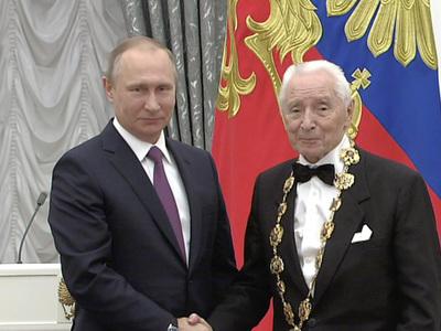 Путин вручил награды в Кремле