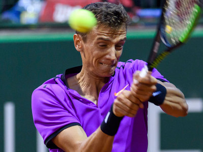 Кузнецов дошел до полуфинала теннисного турнира в Женеве