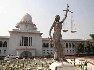 В Бангладеш исламисты снесли статую Фемиды