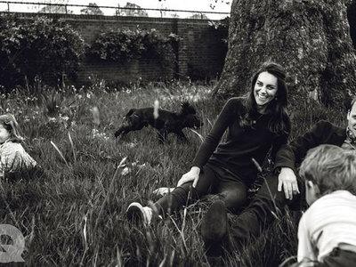 Появилось новое официальное фото принца Уильяма и Кейт Миддлтон с детьми