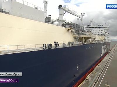 Российский арктический танкер-газовоз назвали в честь погибшего главы Total