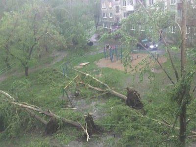Смертельный ураган: на Урале продлено штормовое предупреждение