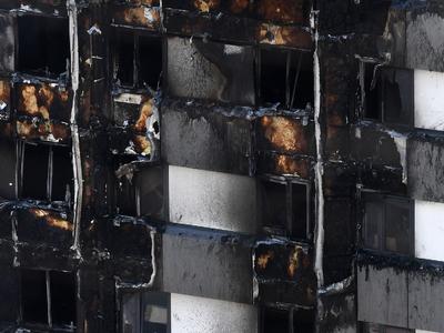 Лондонская высотка дымится, число жертв растет