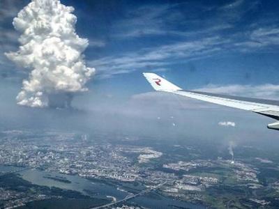 Природные кошмары: пожарища в Европе, ураганы и странные облака в Сибири
