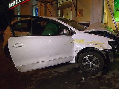 ДТП на Первомайской: автоледи въехала в банк