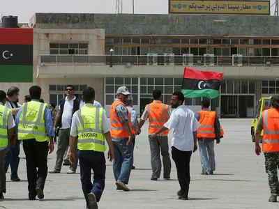 Аэропорт Бенгази возобновил работу после победы над игиловцами