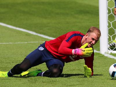 Вратарь сборной Англии был ограблен на улице