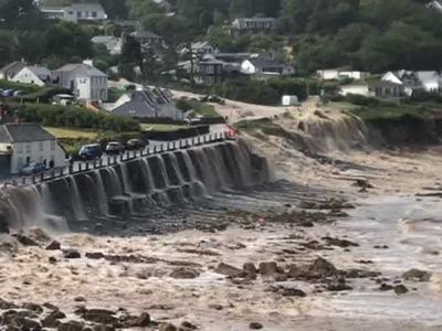 Британское графство Корнуэлл затопило водой