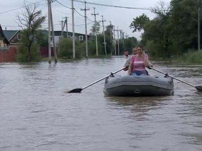 Наводнение в Уссурийске: спасатели рассчитывают на местных жителей с лодками