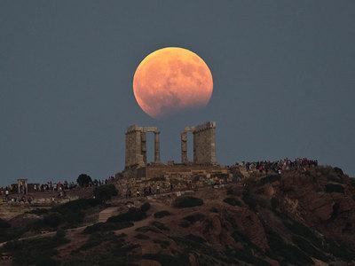 Завораживающие кадры кровавой Луны, которая показалась не всем