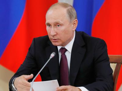 Путин пообещал повысить МРОТ