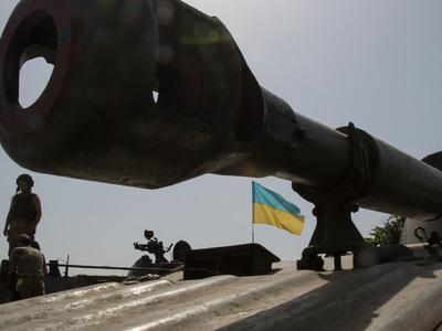 Украинские военные по-прежнему обстреливают Донбасс