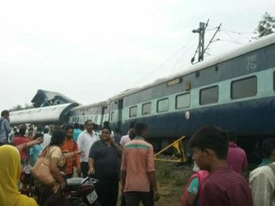 Крушение поезда в Индии: 24 погибших, 400 раненых