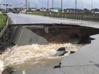 Спасти Хьюстон: воду из хранилищ сбросят, чтобы избежать затопления города