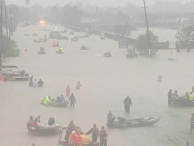 """""""Харви"""" затопил Техас: жители ждут на крышах, а вокруг плавают крокодилы"""