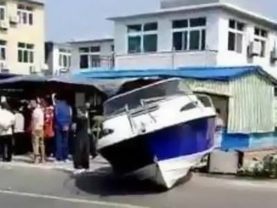 Столкновение яхты с магазином привело к человеческим жертвам