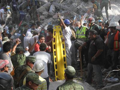 Разрушительное землетрясение в Мексике. Фотолента