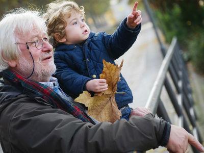 Пожилые отцы передают больше мутаций своим детям, чем возрастные матери
