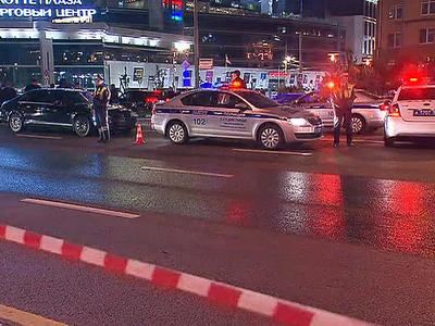 В центре Москвы полицейский погиб под колесами автомобиля