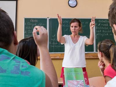 Национальные школы на Украине закрывать не будут