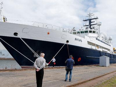 """Корабль спецназначения """"Янтарь"""" вошел в Средиземное море"""