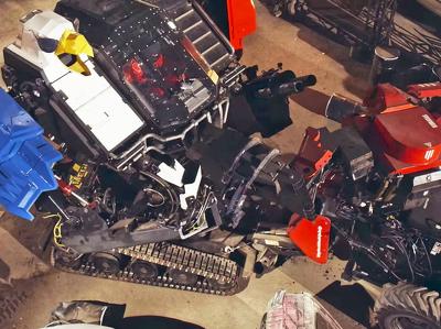 """""""Американец"""" победил """"японца"""" в первой битве гигантских роботов: видео"""