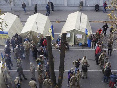 Порошенко и Аваков устроили скандал из-за палаток у Рады