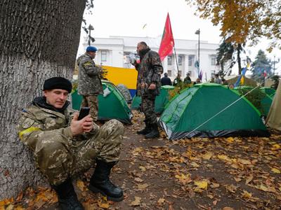 В центре Киеве снова появились палатки