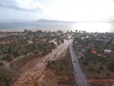 В Греции число жертв наводнения достигло 16 человек