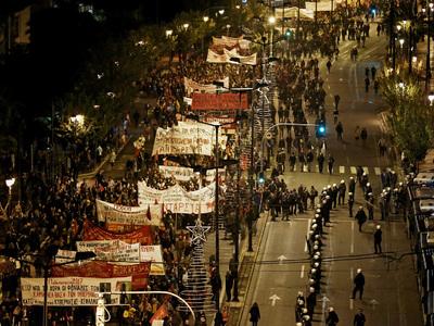 13 тысяч демонстрантов отправились к посольству США в Афинах