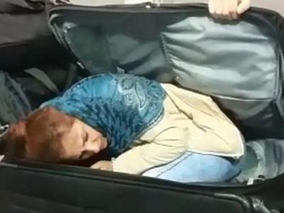 Грузины возят женщин в Турцию чемоданами