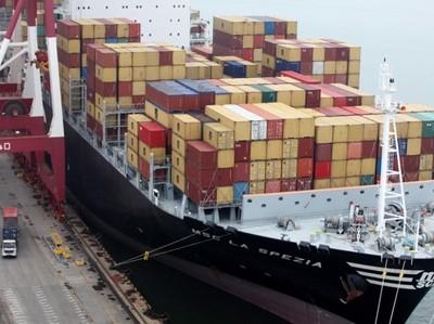 Экспорт из Китая вырос сильнее прогноза в ноябре