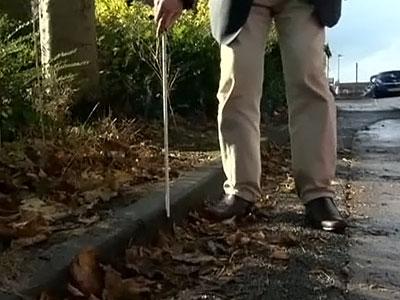 """Слепой болельщик """"Ливерпуля"""" пожаловался на испанскую полицию из-за отобранной трости"""