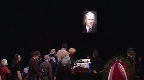 Александр лазарев скончался у себя на даче.