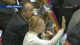 Преодолевая внутренние трудности, оранжевая коалиция премьерский минимум сдала: 226 голосов. На один бы меньше и Юлия Тимошенко не стала бы главой кабинета