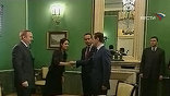 """""""В России, наконец-то, формируется полноценная традиция уважения всех процедур, вытекающих из Конституции и других законов. Каждая власть должна заниматься своими делами"""", - подчеркнул Медведев"""